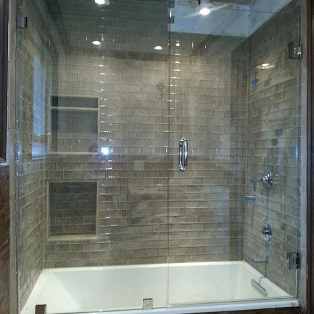 Shower and Bathtub Installation With Frameless Glass Near Atlanta, Roswell and Sandy Springs, Georgia