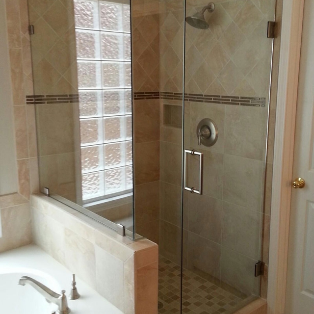 Frameless Shower Doors For a Home Near Atlanta, Roswell and Sandy Springs, Georgia